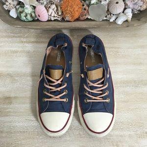 Converse SZ 8 Slip On Sneakers